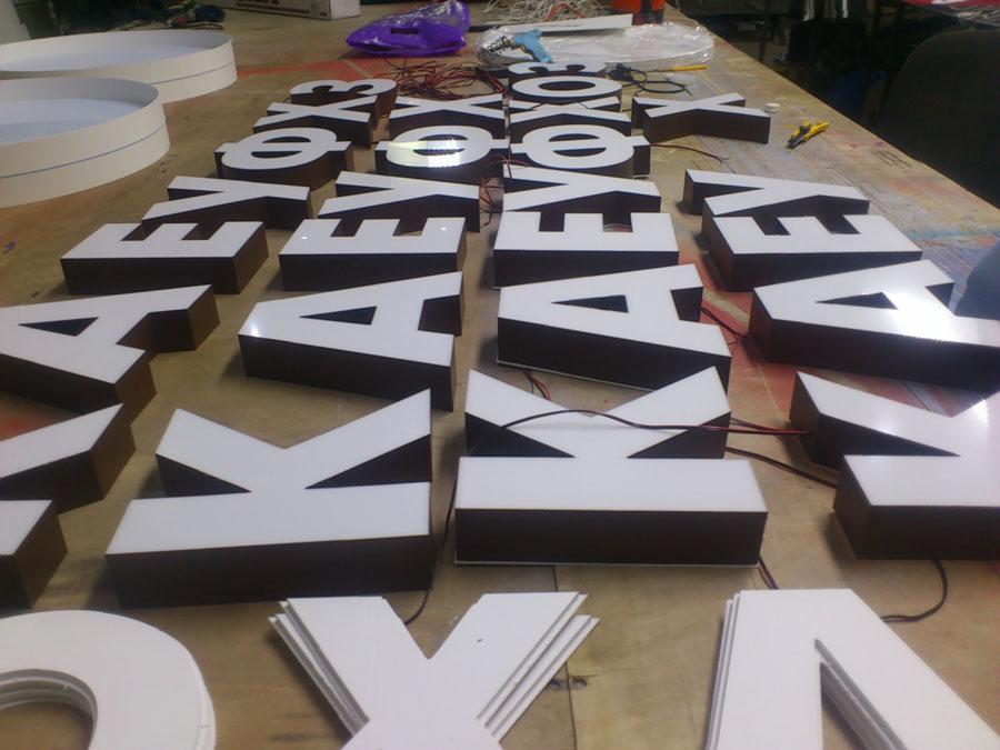 Изготовление объемных букв из пластика недорого