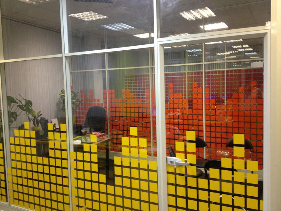 Заказать печать наклейки на стекло витрины в Москве